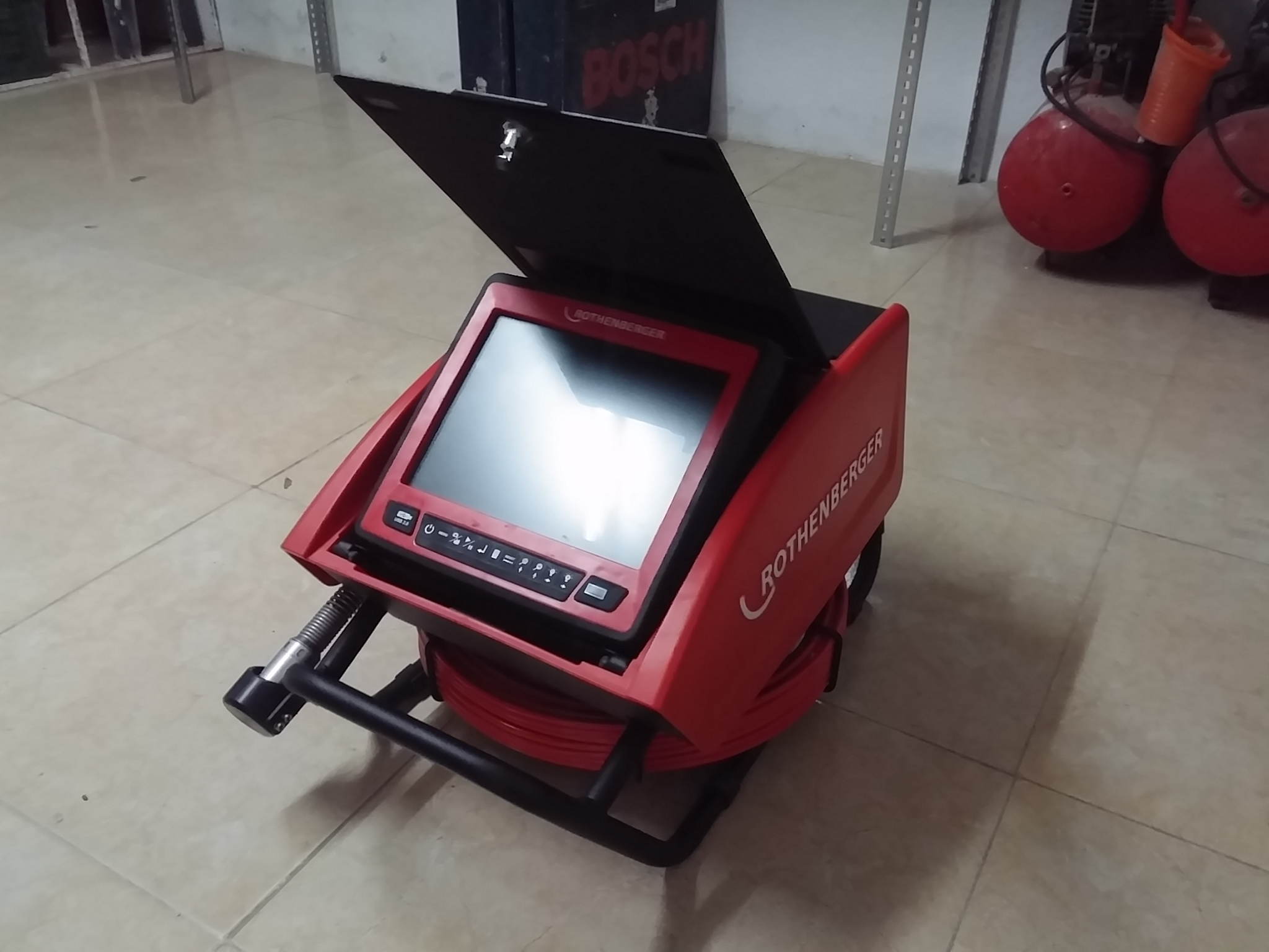 cámara con imágenes para inspección de tuberías en atranques