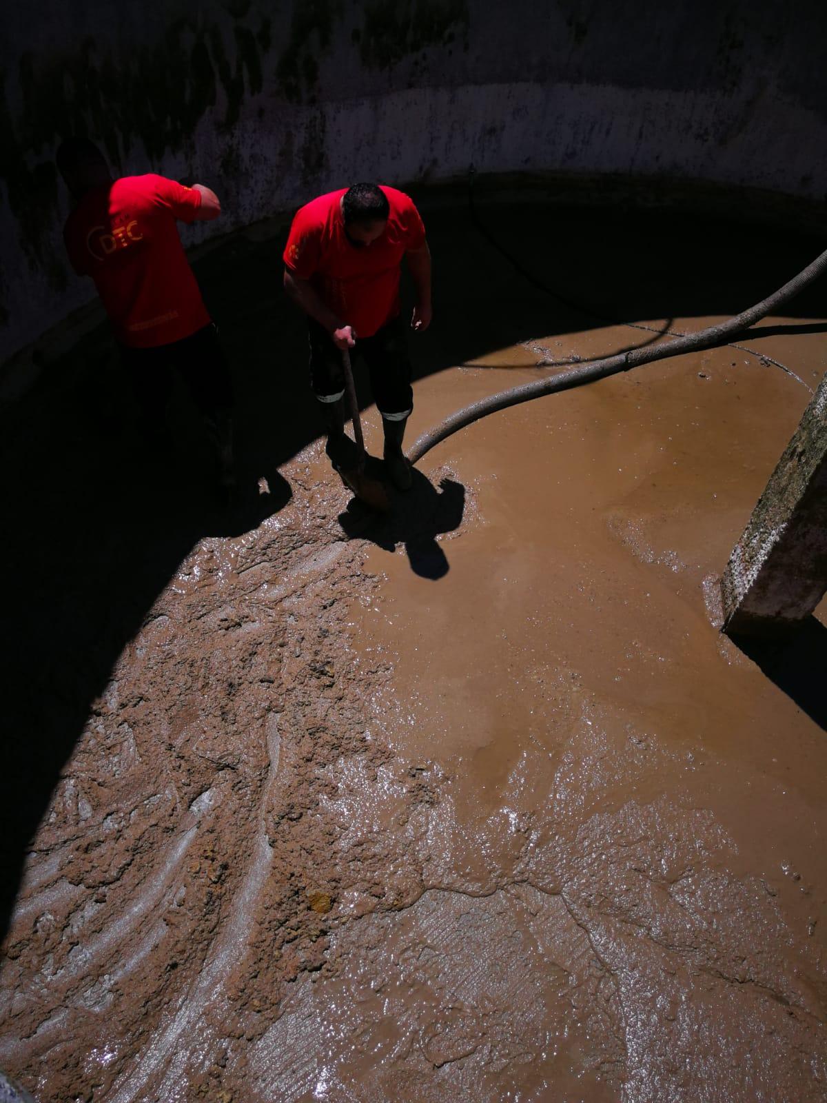 Servicio de limpieza y extracción de suciedad en albercas, balsas de riego o embalses